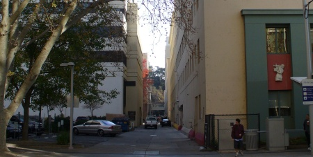 20181213-045-walk-through-sacramento-alley-near-capitol.jpg