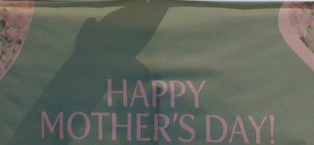 Happy Mothers' Day sign